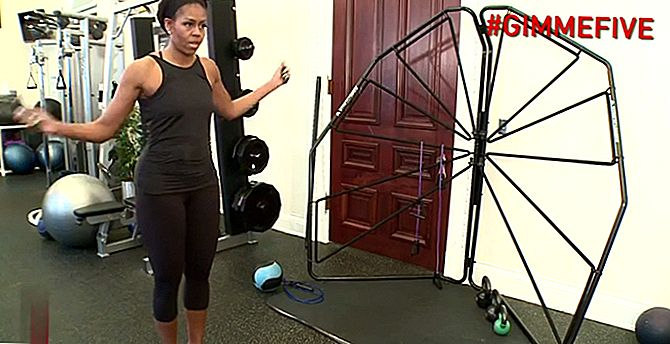 Kijk Michelle Obama Kick Butt in haar eigen #GimmeFive Workout Video