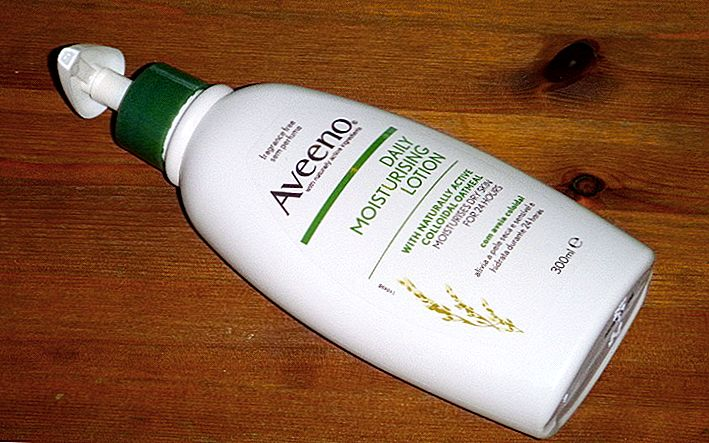 Aveeno Daily Moisturizing Lotion, Oats, and My Other Skincare Secrets