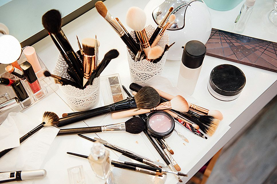 10 Makeup Vanities So Perfect You Wish They Was Yours