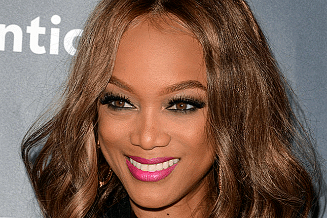Tyra Banks Stuns Dalam Ini Self-Makeup Selfies